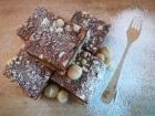 Recept na delikátní karamelové kostky s makadamovými ořechy